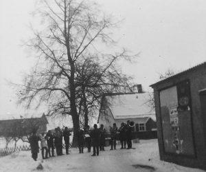 Posaunenchor in Dorfmitte (um 1970)
